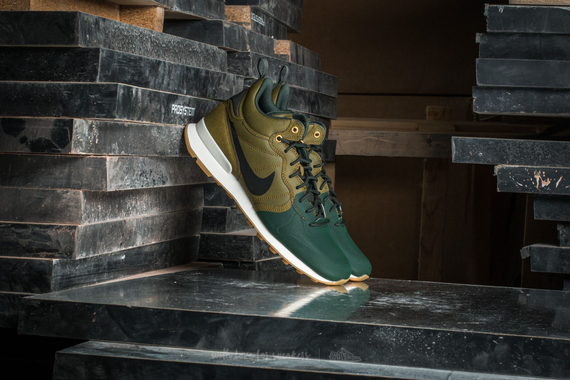 nike internationalist utility homme