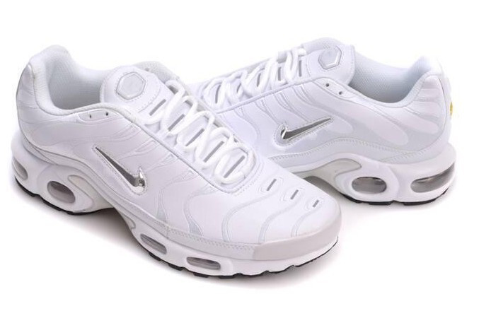 nike requin blanc et or,Chaussure nike pas cher France